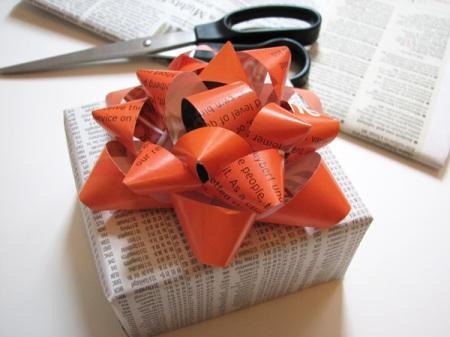 gift-wrap-magazine-bow-finished